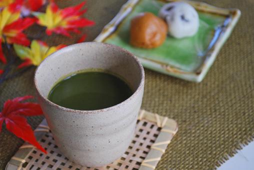 桑青汁と和菓子
